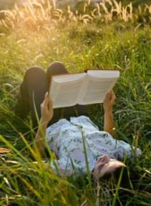 cropped-cropped-A-woman-reading-a-book-007.jpg